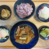 大根と豚肉の煮物、焼きネギ添えの献立