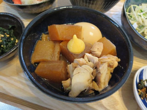 鶏もも肉と大根とたまごの煮物