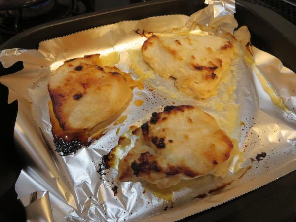 鶏むね肉の粕漬焼きを魚焼きグリルで焼く