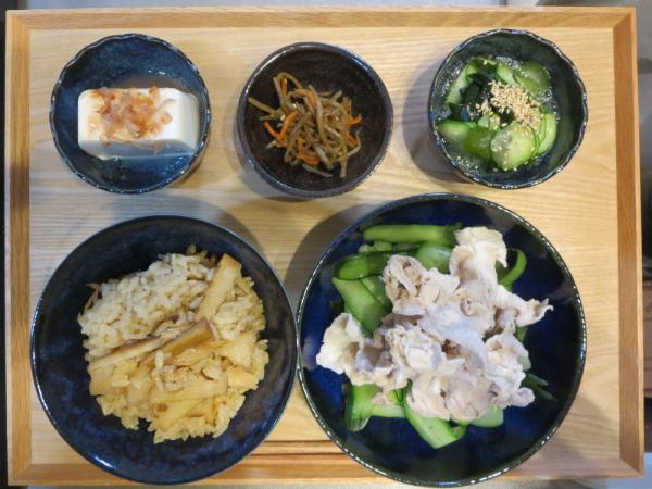 竹の子ごはんと塩豚サラダの献立