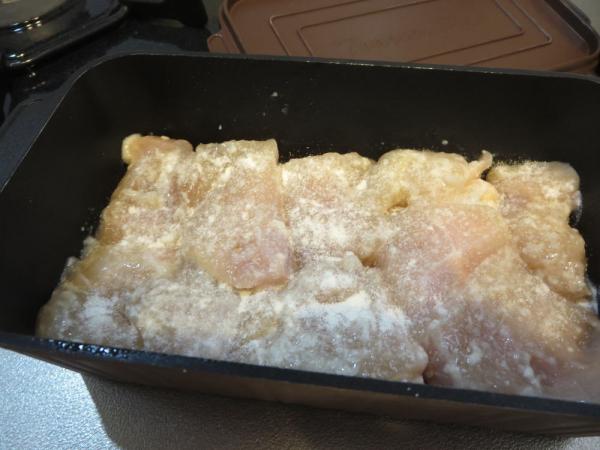 鶏むね肉の塩こうじ漬けにほんの少し小麦粉
