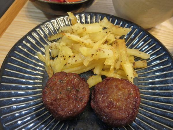 ミニハンバーグ(市販)とバターポテト