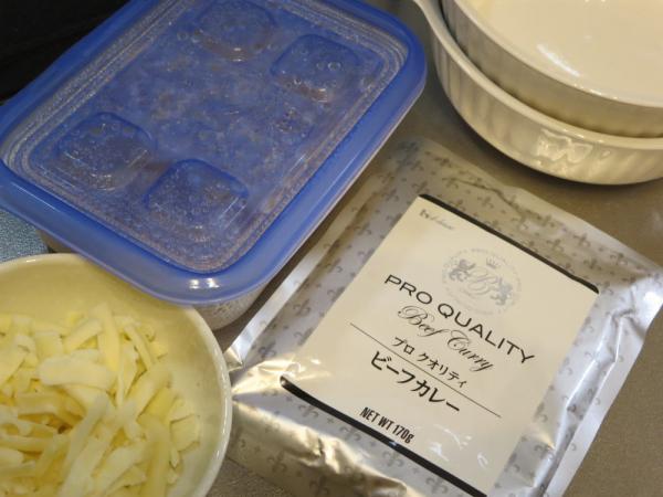 炙りチーズカレーの材料