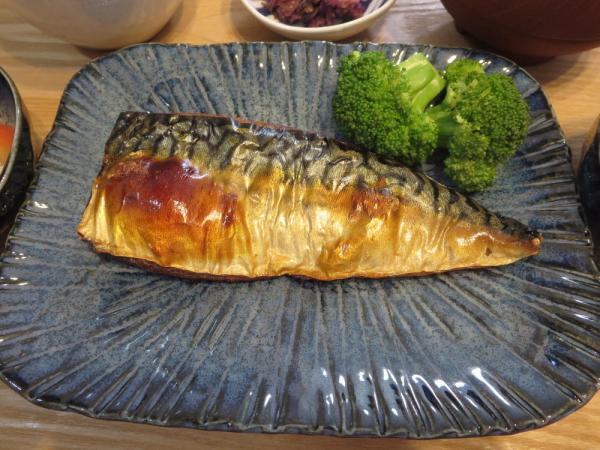 焼魚(骨取りさば)ブロッコリー添え