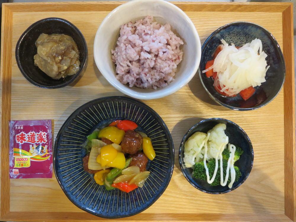 シャーロウワンズ(甘酢肉団子)と野菜和えの献立