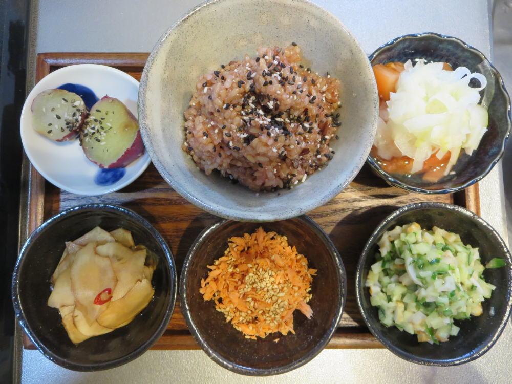 酵素玄米(寝かせ玄米)と鮭フレークの献立
