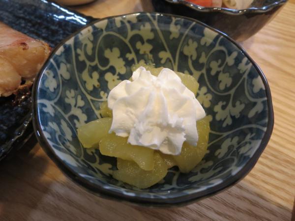 煮りんごのホイップクリーム添え