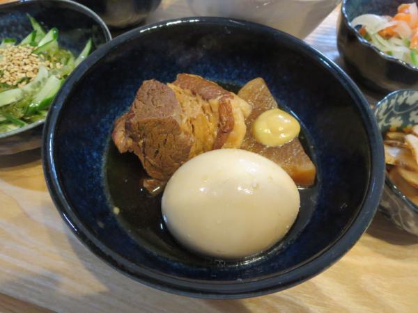豚の角煮と半熟たまご