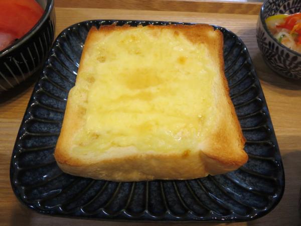 チーズトーストケーキシロップかけ