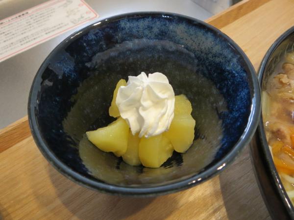 煮りんごホイップクリームのせ