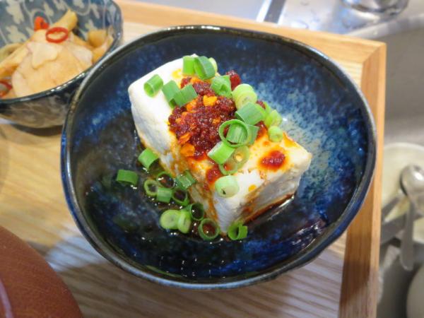 お豆腐のおかずラー油のせ