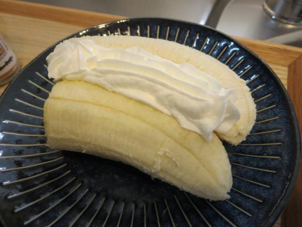 バナナホイップクリームのせ