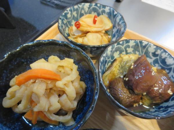 ナスの甘辛焼き、菊芋の甘酢醬油漬け、切り干し大根煮