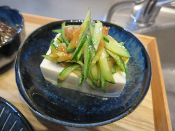 豆腐のきゅうりの梅肉和えのせ