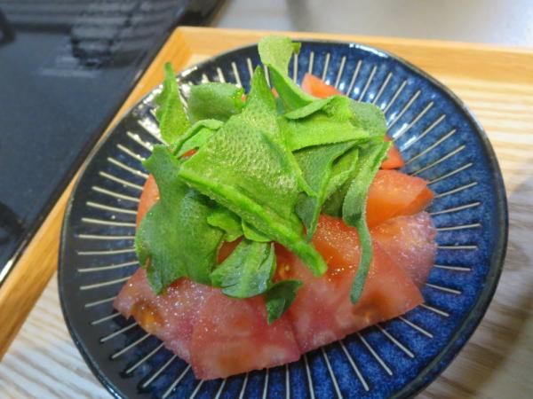 トマトとアイスプラントのサラダ
