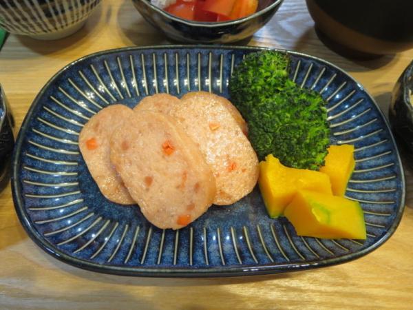チーズ入り魚肉ハンバーグ焼き