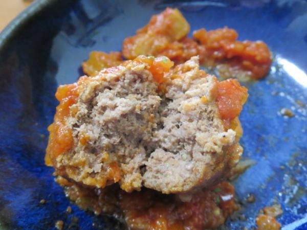 トマト煮込みハンバーグ風