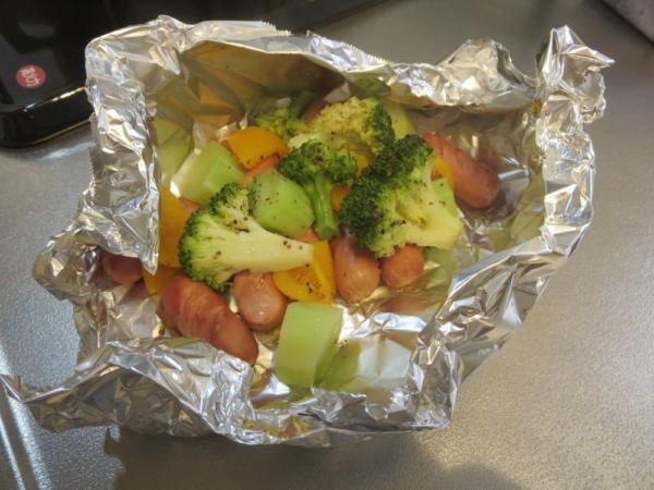 皮なしウインナーと野菜のホイル焼き