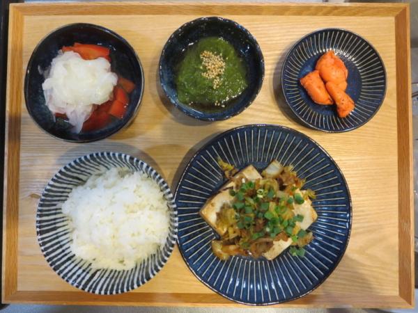 豆腐ステーキのキャベツソテー添えの献立