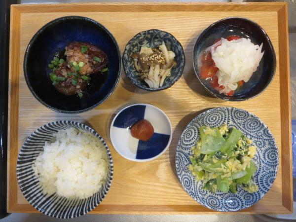 チンゲン菜とたまごの中華炒めの献立