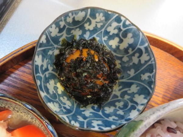 たまごの黄身の燻製醤油漬け、韓国海苔ふりかけ