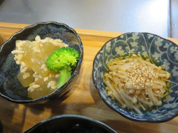 えのき煮、冬瓜(とうがん)と鶏ひき肉の煮物