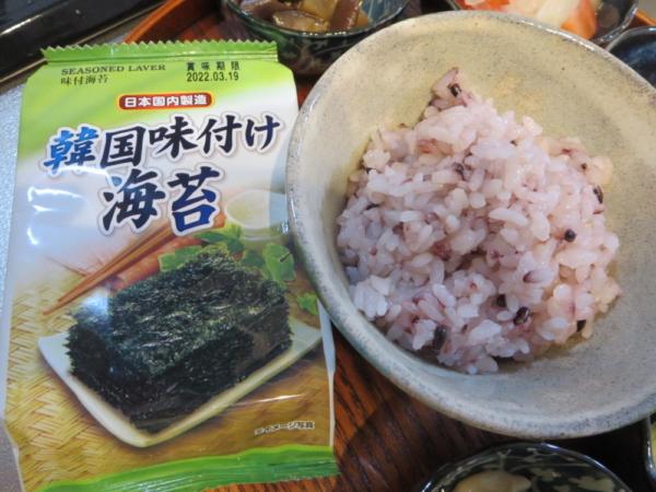 ごはん(黒米入り)、韓国味付海苔
