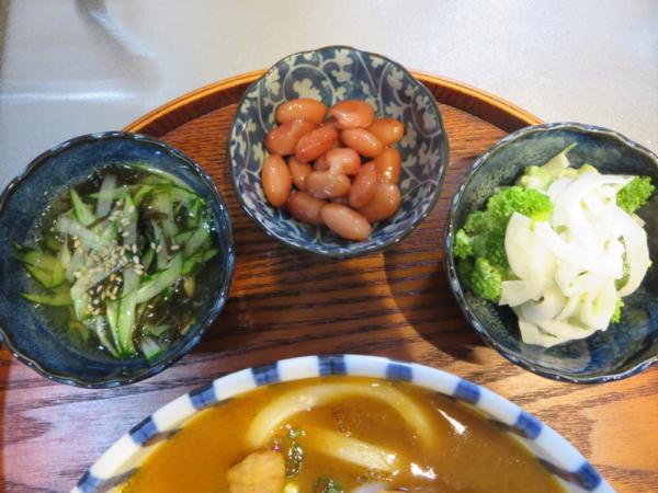 もずく酢きゅうり、煮豆(市販)、ブロッコリーと玉ねぎのサラダ