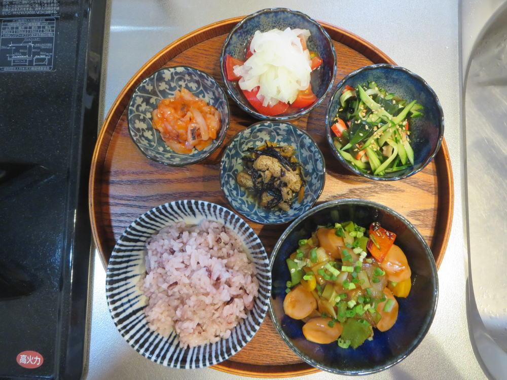 魚肉ソーセージと野菜の甘酢炒めの献立