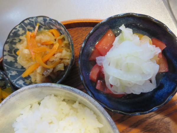 切り干し大根煮、トマトの酢玉ねぎのせ