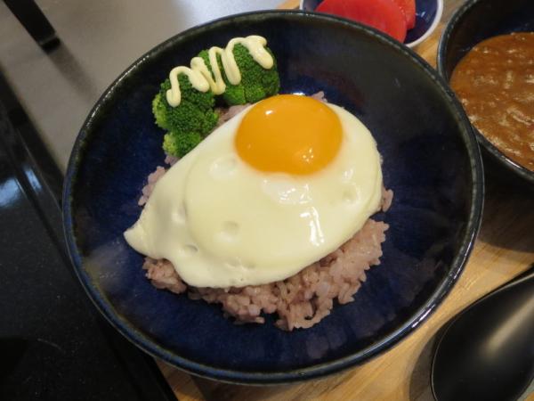 ごはん+目玉焼き