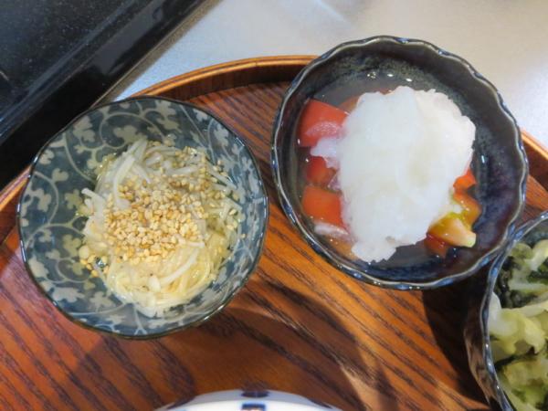えのきの白だし煮、トマトの酢玉ねぎのせ