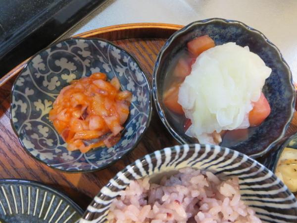 イカ明太、トマトの酢玉ねぎのせ
