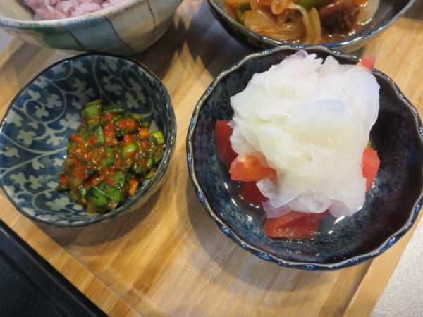 壺ニラ風、トマトの酢玉ねぎのせ