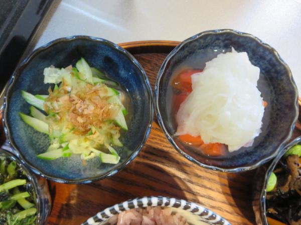 豆腐の梅きゅうりのせ、トマトの酢玉ねぎのせ