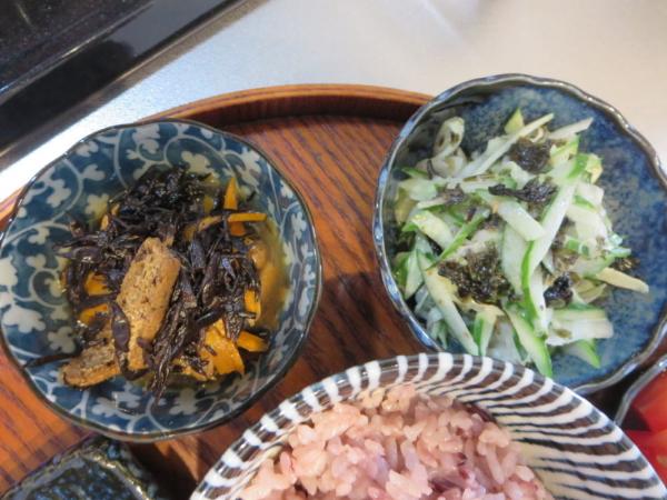 ひじき煮、きゅうりの海苔和え