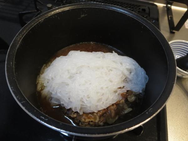 冷凍保存の牛丼にしらたきをプラス