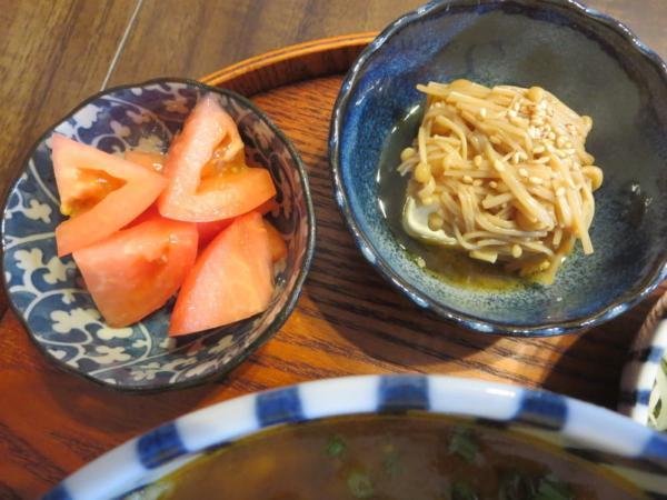 トマト、豆腐のえのき煮添え