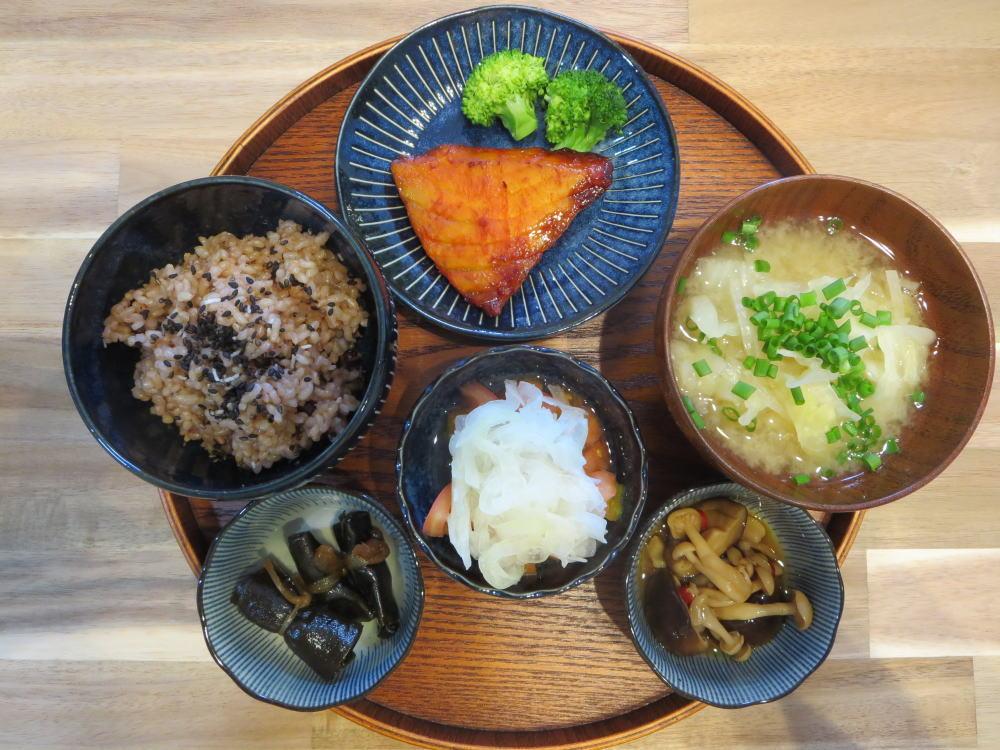 焼魚(カジキの味噌漬け)の献立