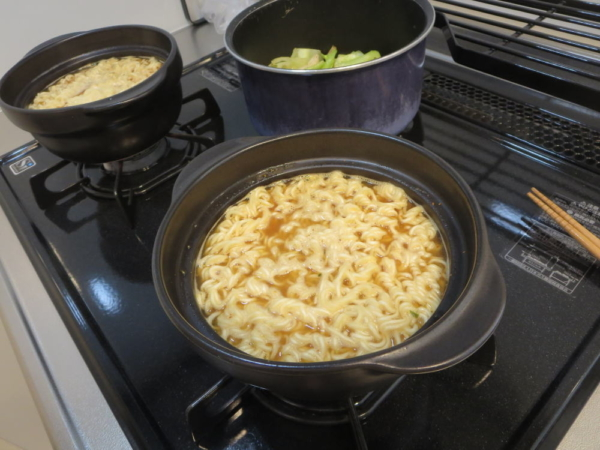 ミニ土鍋でサッポロ一番みそラーメン