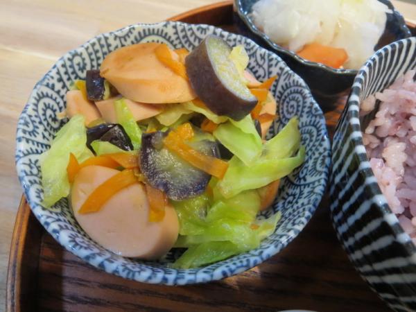 野菜炒め(魚肉ソーセージ入り)