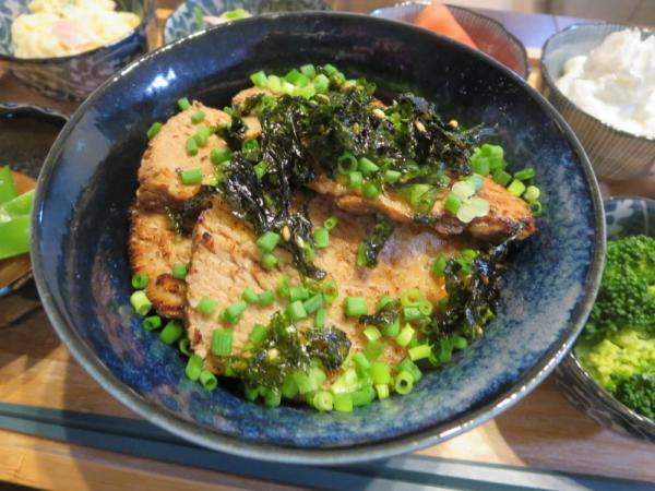 炙り煮豚丼