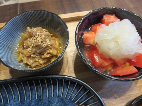 えのき煮、トマトの酢玉ねぎのせ