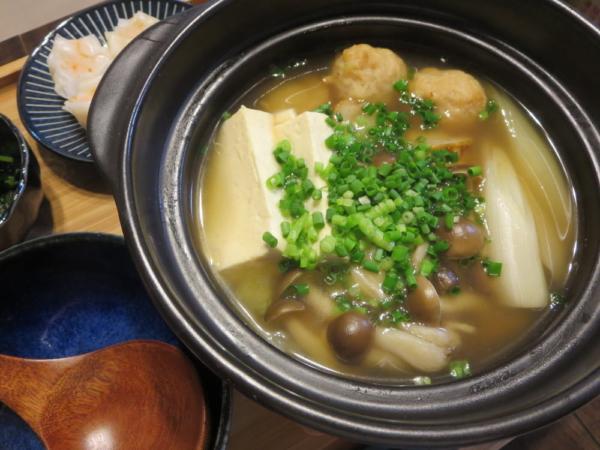 ひとり鍋(鯛と帆立の極みだし鍋)