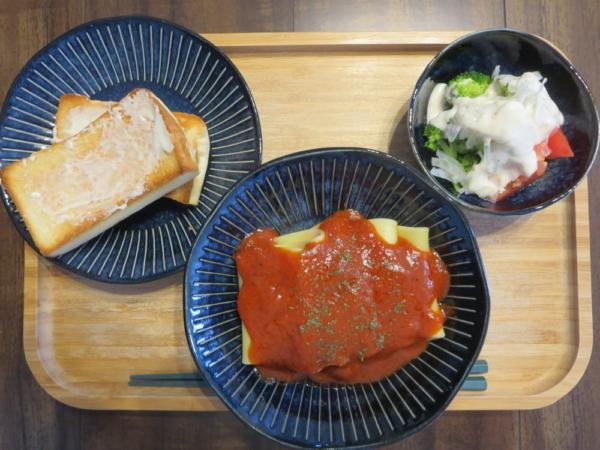 パッケリ(パスタ)の焦がしにんにくの完熟トマトソースの献立