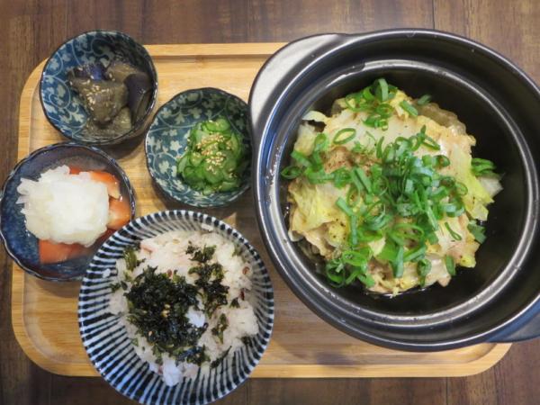 白菜と豚バラの重ね蒸し焼きの献立