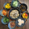 玄米ごはんと小鉢いろいろの献立