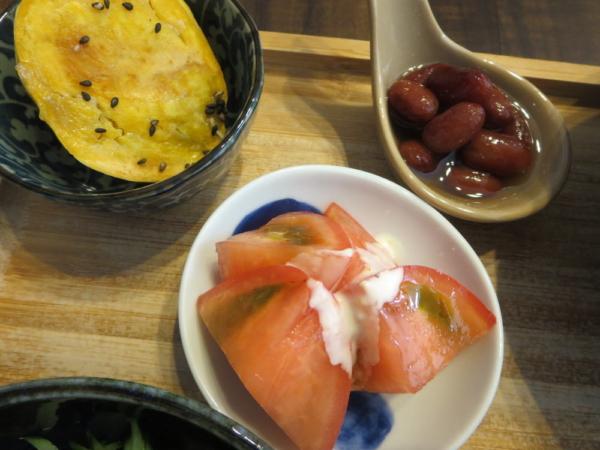 安納芋の焼いも、トマト、煮豆